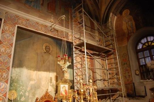 Początek prac konserwatorskich w prezbiterium (czyszczenie fresków) - 2008 rok