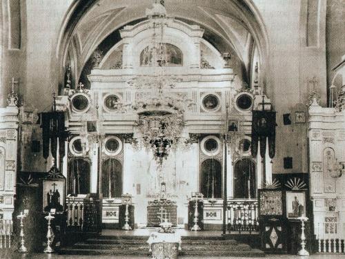 Wnętrze cerkwi pw. św. Mikołaja na fotografii z 1897 roku - album J. J. Sołowiejczyk