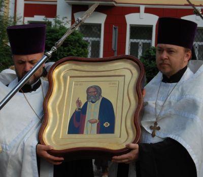 Uroczyste wniesienie ikony z cząsteczką relikwii św. Serafima.