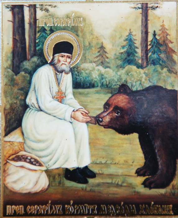 Święty Serafim karmiący niedźwiedzia